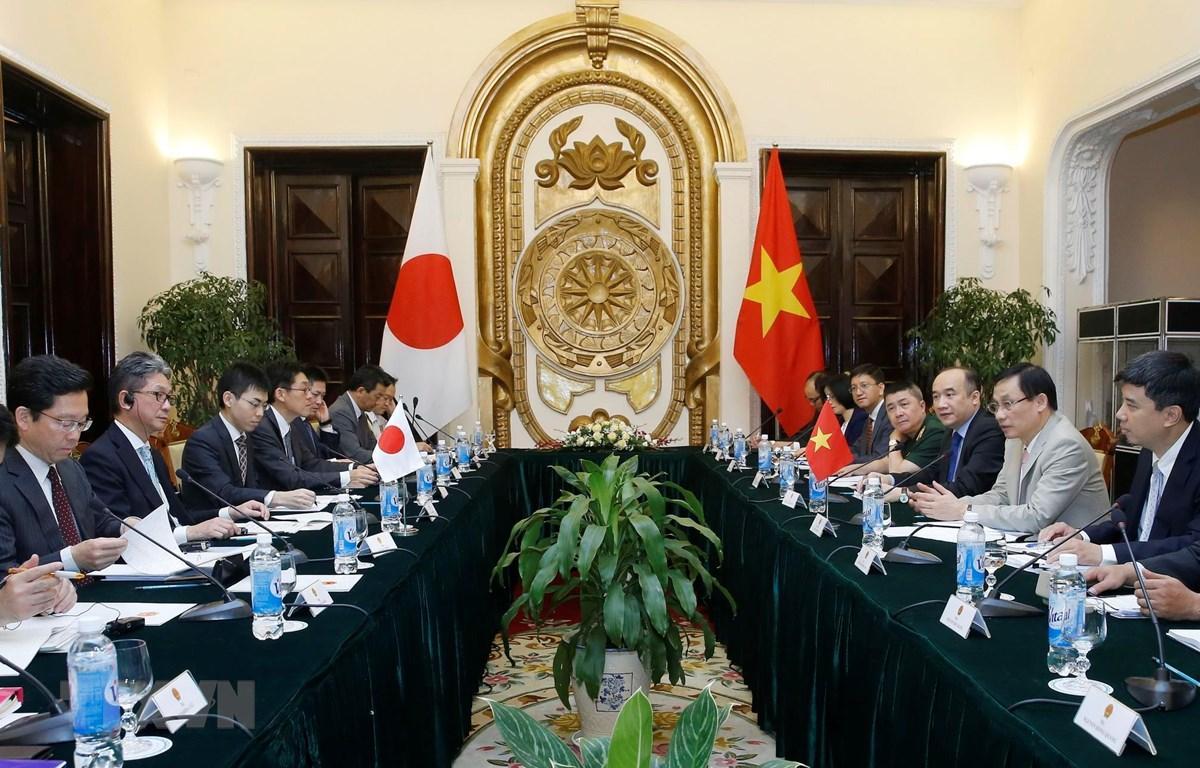 Thứ trưởng Bộ Ngoại giao Lê Hoài Trung và Thứ trưởng Bộ Ngoại giao Nhật Bản Takeo Mori đồng chủ trì Đối thoại Đối tác chiến lược Việt Nam-Nhật Bản lần thứ bảy. (Ảnh: Lâm Khánh/TTXVN)
