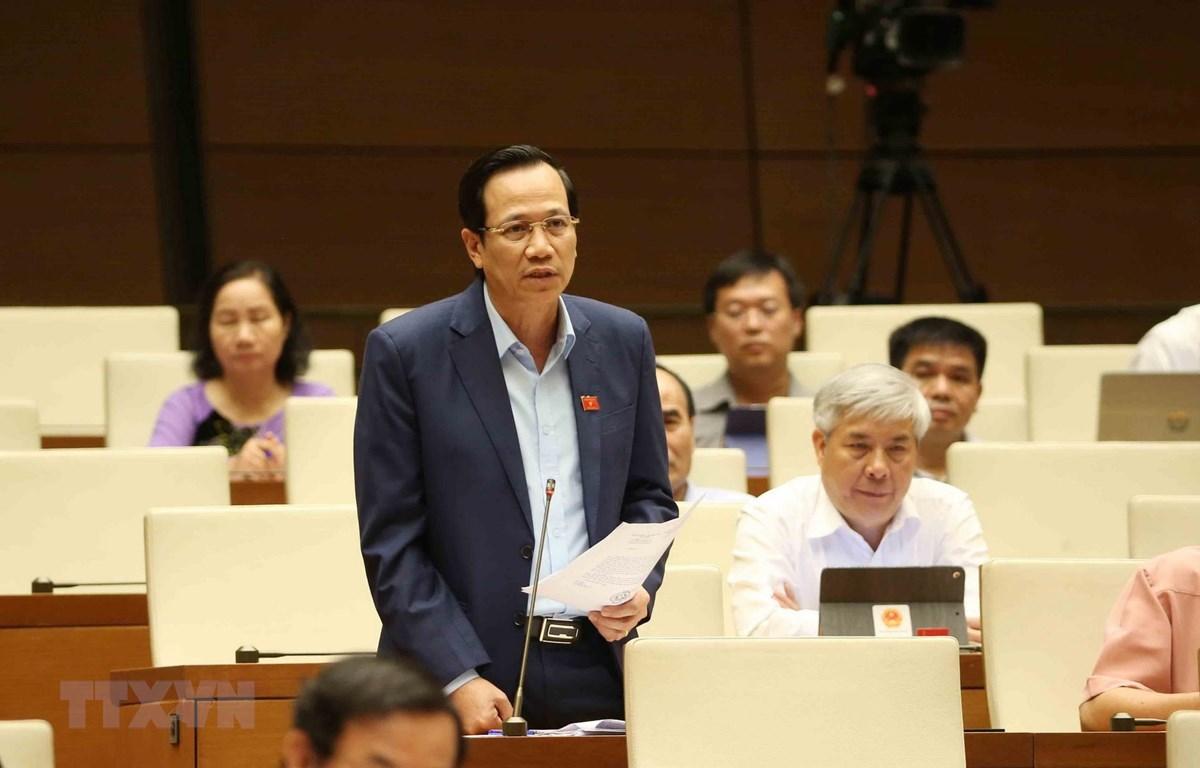 Bộ trưởng Bộ Lao động Thương binh và Xã hội Đào Ngọc Dung trả lời chất vấn của đại biểu Quốc hội. (Ảnh: Phương Hoa/TTXVN)