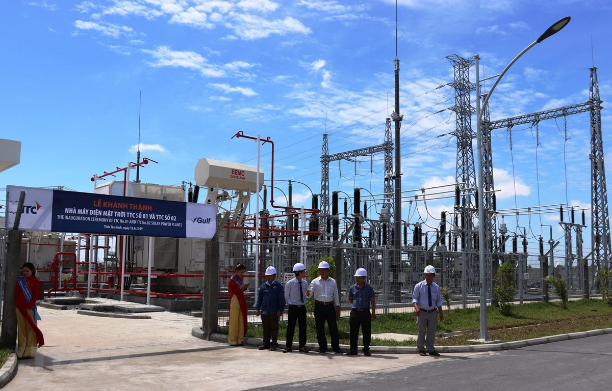 Trạm biến áp của Nhà máy điện năng lượng mặt trời TTC số 2. (Ảnh: Lê Đức Hoảnh/TTXVN)