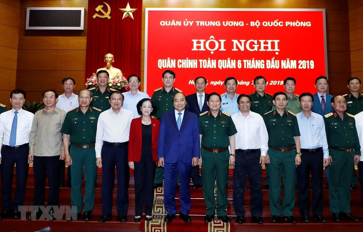 Thủ tướng Nguyễn Xuân Phúc và các đại biểu tham dự hội nghị. (Ảnh: Thống Nhất/TTXVN)