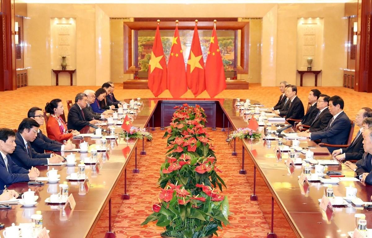 Chủ tịch Quốc hội Nguyễn Thị Kim Ngân hội đàm với Chủ tịch Nhân đại Trung Quốc Lật Chiến Thư. (Ảnh: Trọng Đức/TTXVN)