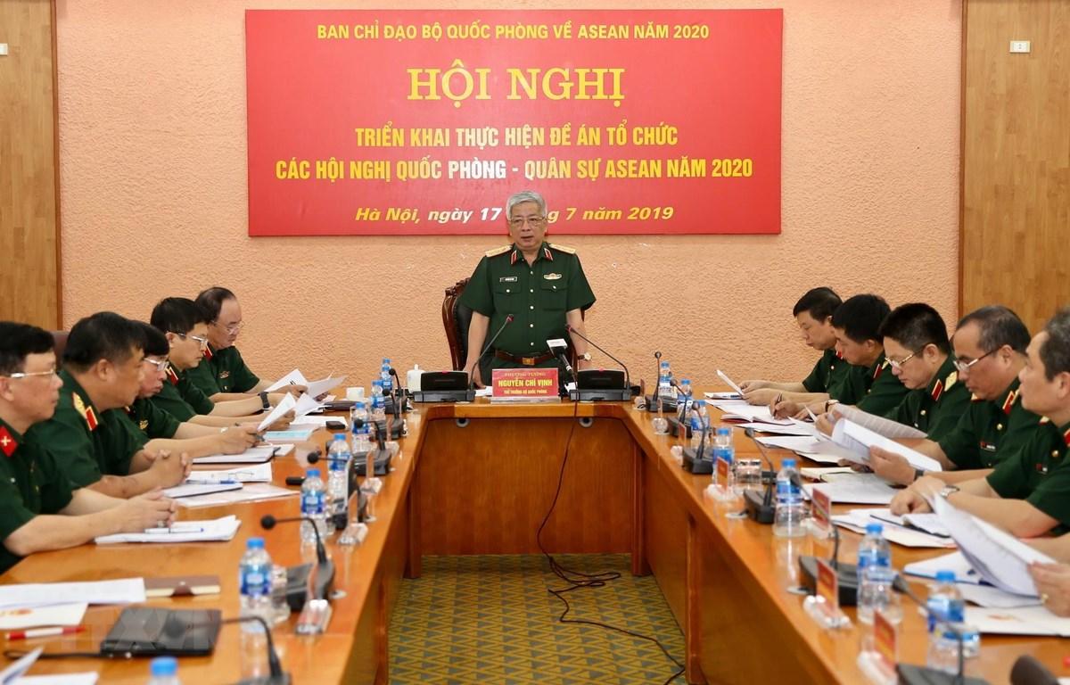 Thượng tướng Nguyễn Chí Vịnh, Thứ trưởng Bộ Quốc phòng, Phó Trưởng ban Thường trực Ban Chỉ đạo Bộ Quốc phòng về ASEAN năm 2020 chủ trì hội nghị. (Ảnh: Dương Giang/TTXVN)