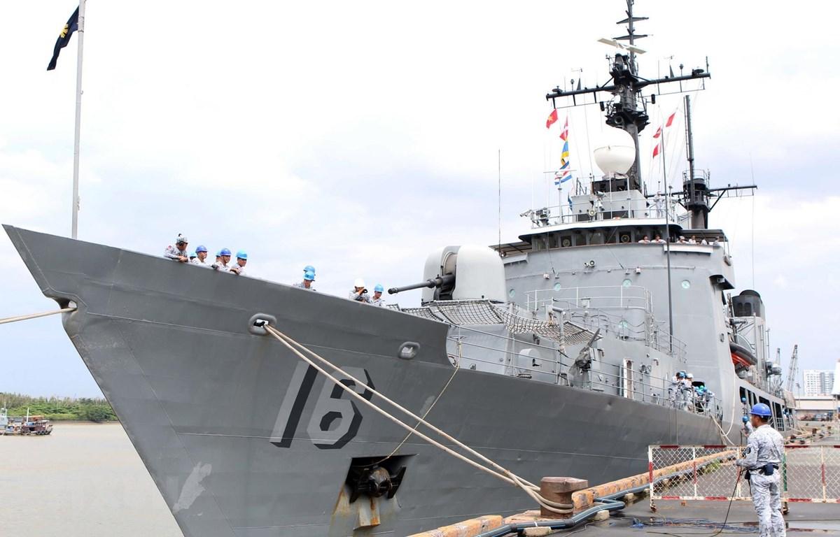 Tàu BRP Ramon Alcaraz, một trong những tàu chiến lớn nhất của hải quân Philippines cập cảng quốc tế Thành phố Hồ Chí Minh. (Ảnh: Xuân Khu/TTXVN)