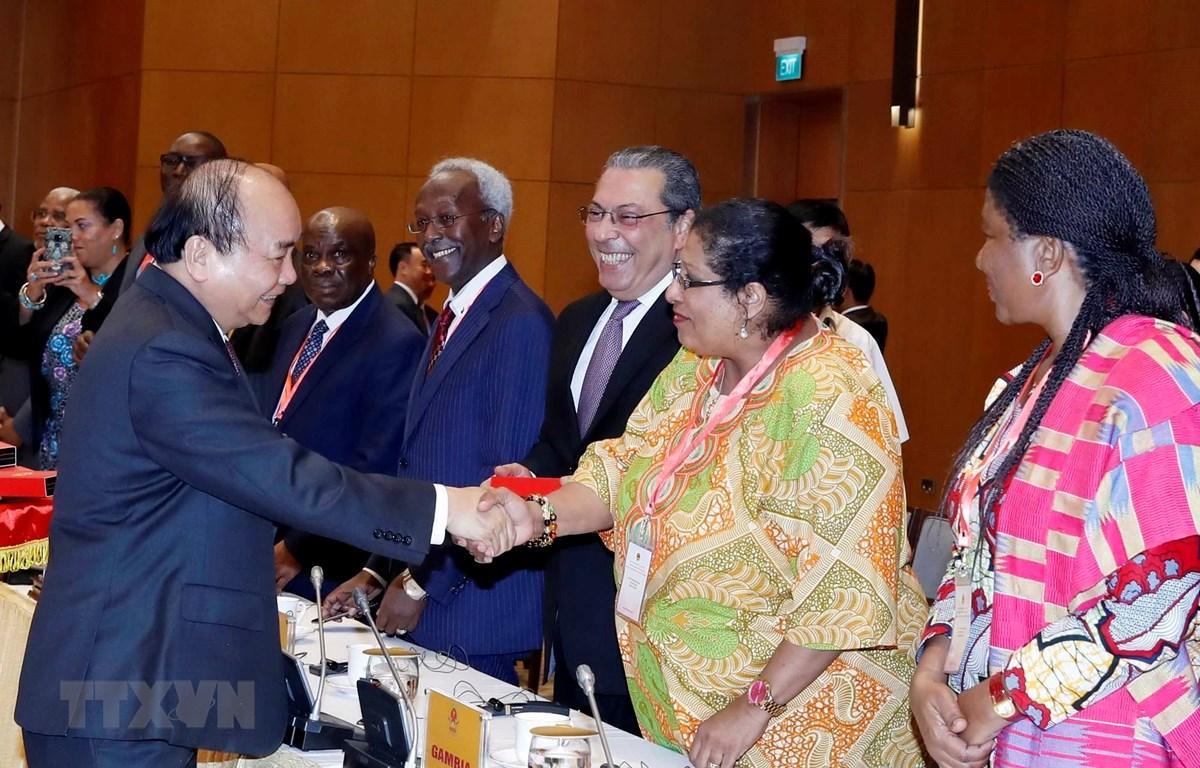 Thủ tướng Nguyễn Xuân Phúc tiếp đoàn Đại sứ các nước Trung Đông-châu Phi. (Ảnh: Thống Nhất/TTXVN)