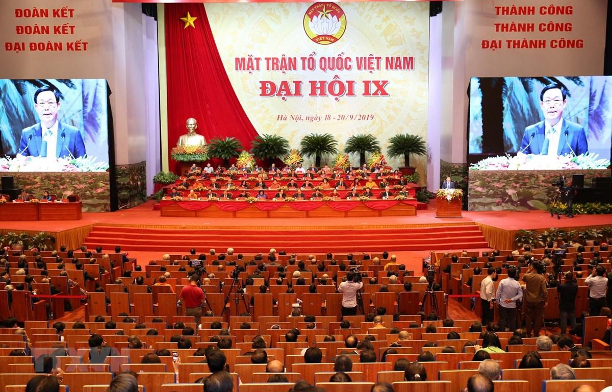 Ủy viên Bộ Chính trị, Phó Thủ tướng Chính phủ Vương Đình Huệ phát biểu với Đại hội về tình hình và nhiệm vụ phát triển kinh tế-xã hội của đất nước; công tác phối hợp giữa Chính phủ và Ủy ban Trung ương MTTQ Việt Nam. (Ảnh: TTXVN)