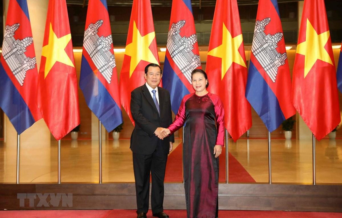 Chủ tịch Quốc hội Nguyễn Thị Kim Ngân hội kiến Thủ tướng Vương quốc Campuchia Samdech Techo Hun Sen đang thăm chính thức Việt Nam. (Ảnh: Văn Điệp/TTXVN)