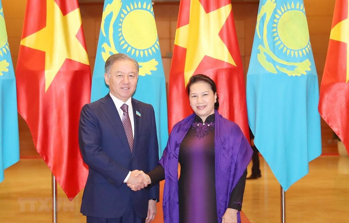 Chủ tịch Quốc hội Nguyễn Thị Kim Ngân và Chủ tịch Hạ viện Kazakhstan Nurlan Nigmatulin tại Lễ đón. (Ảnh: Trọng Đức/TTXVN)