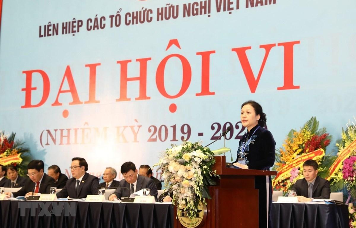 Bí thư Đảng đoàn, Chủ tịch Liên hiệp các tổ chức hữu nghị Việt Nam khóa V Nguyễn Phương Nga phát biểu khai mạc. (Ảnh: Văn Điệp/TTXVN)