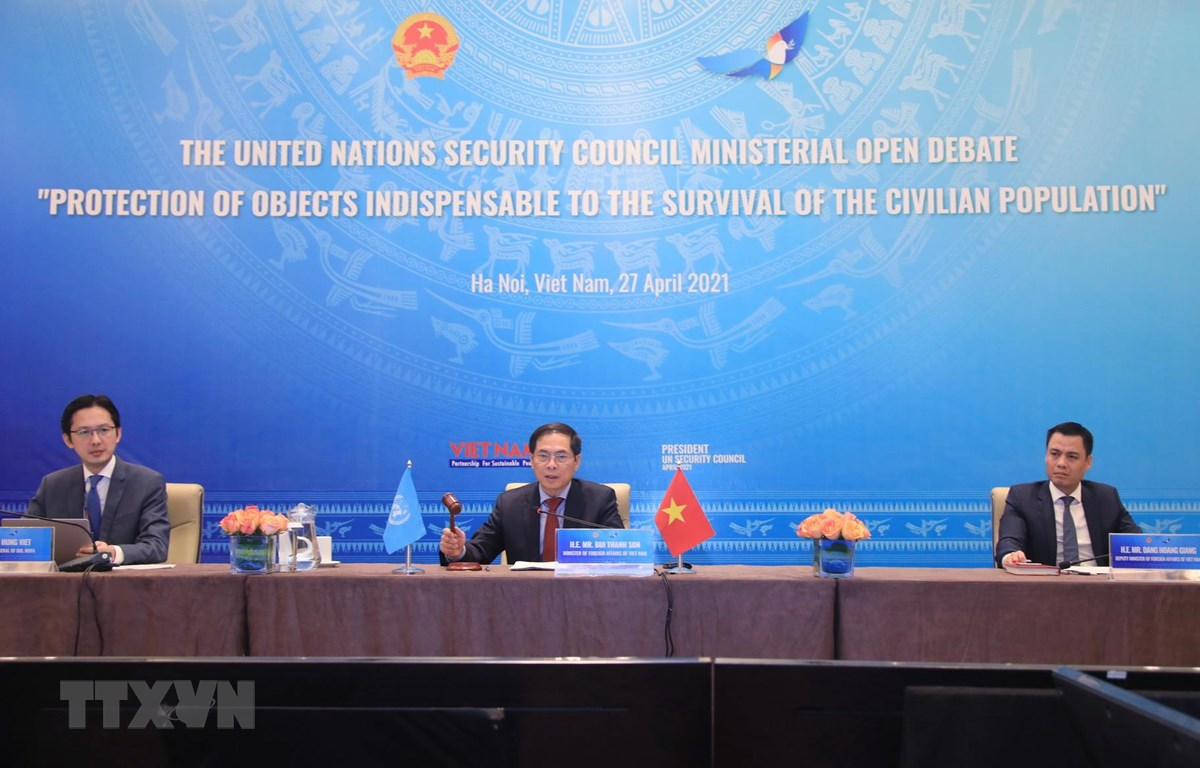 Bộ trưởng Bộ Ngoại giao Bùi Thanh Sơn chủ trì Phiên thảo luận mở cấp Bộ trưởng về chủ đề 'Bảo vệ cơ sở hạ tầng thiết yếu đối với sự sống của người dân.' (Ảnh: Lâm Khánh/TTXVN)