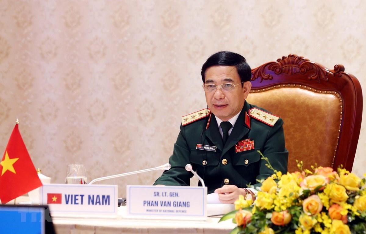 Thượng tướng Phan Văn Giang, Ủy viên Bộ Chính trị, Phó Bí thư Quân ủy Trung ương, Bộ trưởng Bộ Quốc phòng phát biểu tại hội nghị trực tuyến An ninh Quốc tế Moskva (Liên Bang Nga) lần thứ 9. (Ảnh: Phạm Kiên/TTXVN)
