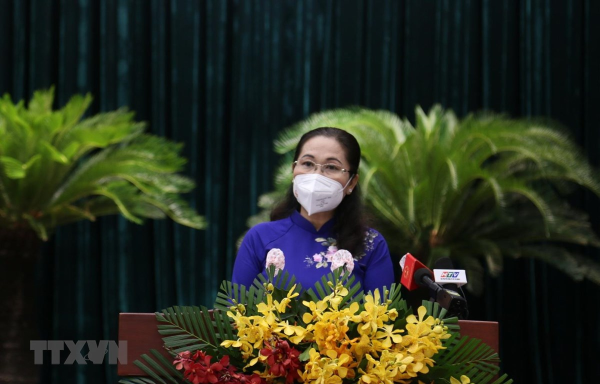 Bà Nguyễn Thị Lệ, Chủ tịch Hội đồng Nhân dân thành phố khóa IX phát biểu tại Kỳ họp. (Ảnh: TTXVN phát)