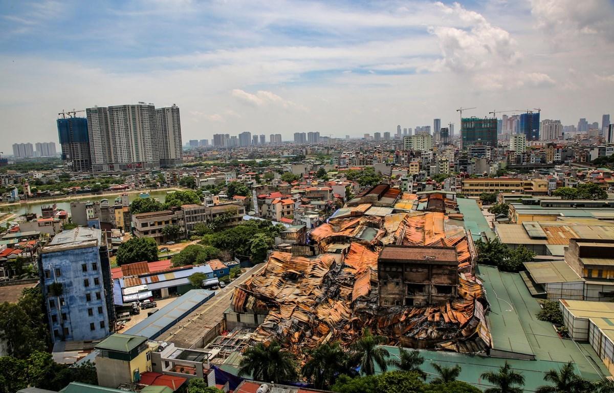 Toàn cảnh khu vực kho Rạng Đông bị cháy. (Ảnh: Minh Sơn/Vietnam+)