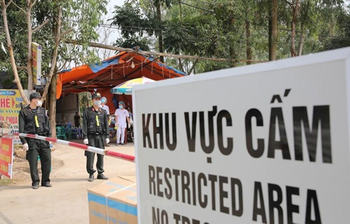Màu áo của chiến sỹ cảnh sát cơ động tại điểm chốt Sơn Lôi, Bình Xuyên, Vĩnh Phúc. (Ảnh: Minh Sơn/Vietnam+)