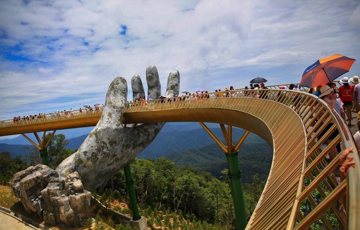 Cầu Vàng trên đỉnh Bà Nà Hills. (Ảnh: TTXVN)