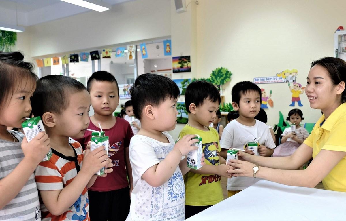 Theo mục tiêu của đề án sữa học đường đến hết năm 2020 có khoảng 1,2 triệu trẻ mầm non và tiểu học ở Hà Nội được uống sữa học đường. (Ảnh: CTV)