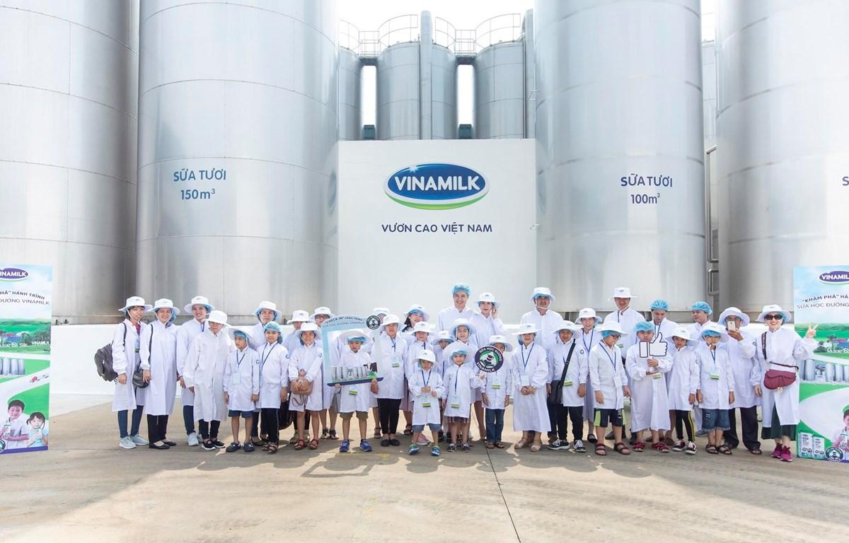 Gia đình diễn viên Mạnh Trường cùng các bậc phụ huynh mong chương trình Sữa học đường được nhân rộng ra để nhiều trẻ em Việt được thụ hưởng nguồn sữa tươi ngon đảm bảo chất lượng của Vinamilk.