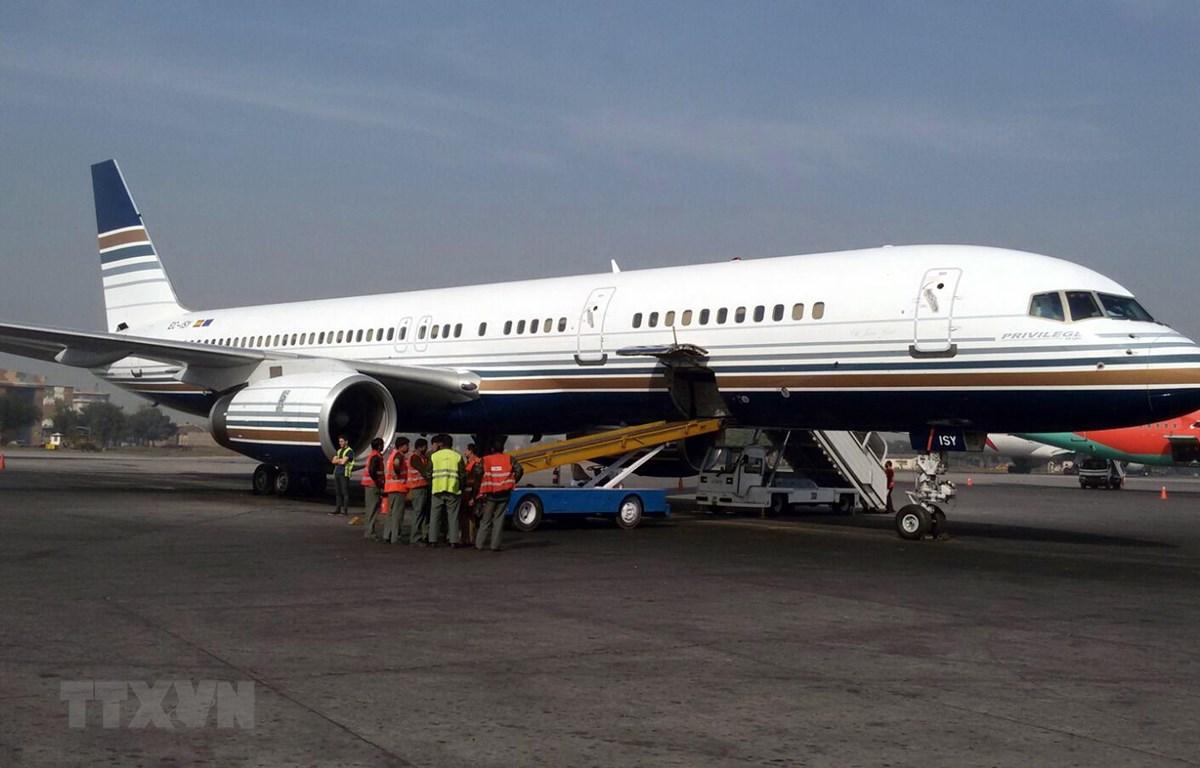 Máy bay hạ cánh tại sân bay quốc tế Benazir Bhutto ở Islamabad, Pakistan. (Ảnh: AFP/TTXVN)