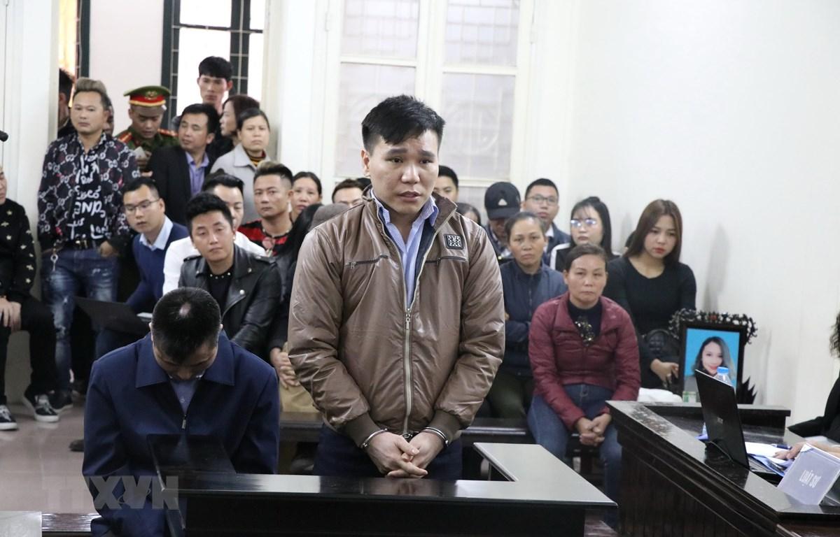 Bị cáo Châu Việt Cường khai báo trước Tòa. (Ảnh: Kim Anh/TTXVN)