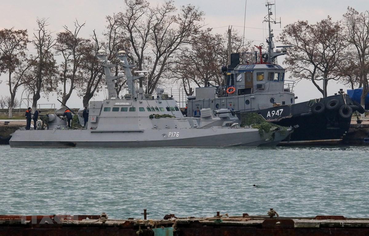 Tàu hải quân Ukraine bị bắt giữ tại cảng Kerch, Crimea, Nga ngày 26/11/2018. (Ảnh: AFP/ TTXVN)