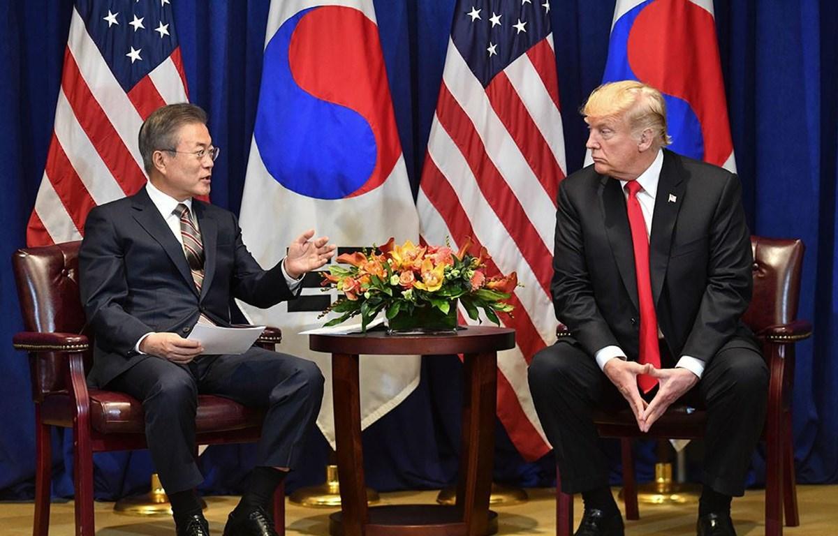 Tổng thống Hàn Quốc Moon Jae-in và người đồng cấp Mỹ Donald Trump. (Nguồn: AFP)