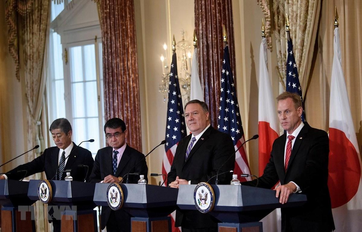 Bộ trưởng Ngoại giao và Bộ trưởng Quốc phòng của Mỹ và Nhật Bản tại cuộc họp báo ở Washington, DC, Mỹ ngày 19/4. (Ảnh: AFP/TTXVN)