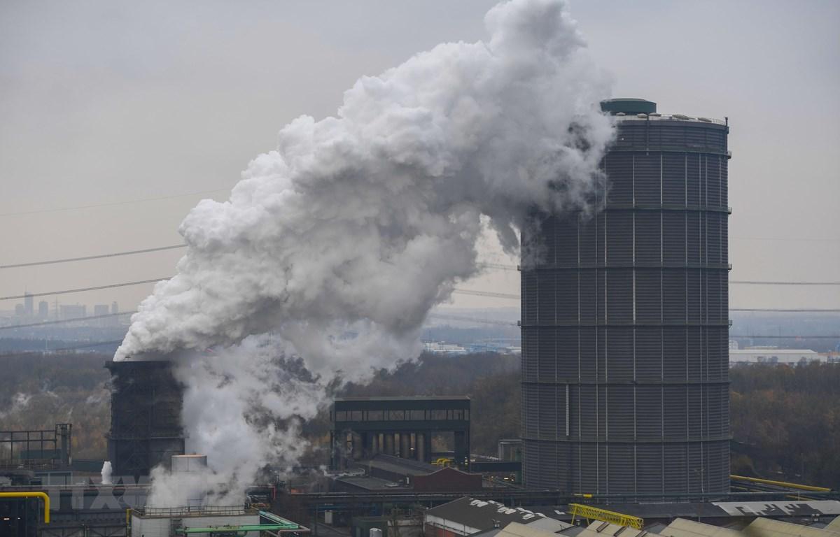 Khí thải bốc lên từ mỏ than ở Bottrop, Đức ngày 20/11/2018. (Ảnh: AFP/TTXVN)