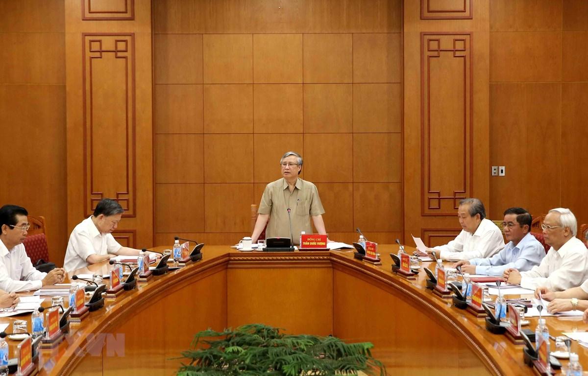 Ông Trần Quốc Vượng, Ủy viên Bộ Chính trị, Thường trực Ban Bí thư, Phó Trưởng Ban Chỉ đạo phát biểu tại cuộc họp. (Ảnh: Phương Hoa/TTXVN)