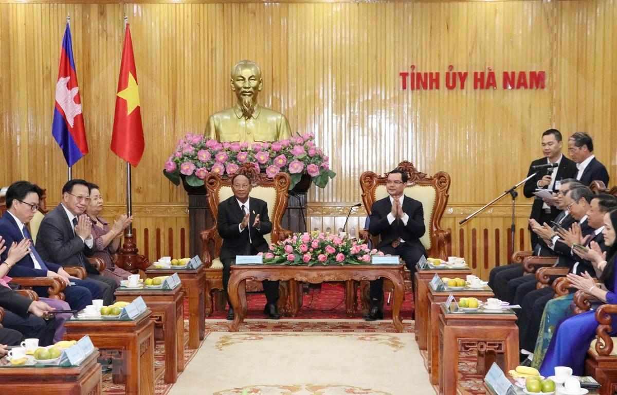 Quang cảnh buổi thăm và làm việc của Chủ tịch Quốc hội Campuchia Samdech Heng Samrin với Tỉnh ủy Hà Nam. (Ảnh: Văn Điệp/TTXVN)