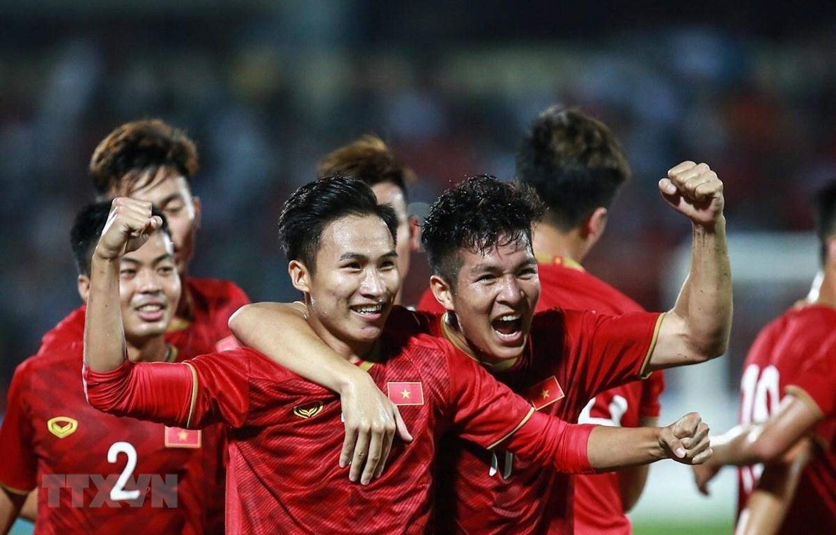 Cầu thủ U23 Việt Nam ăn mừng sau bàn thắng mở tỷ số của Triệu Việt Hưng. (Ảnh: Trọng Đạt/TTXVN)