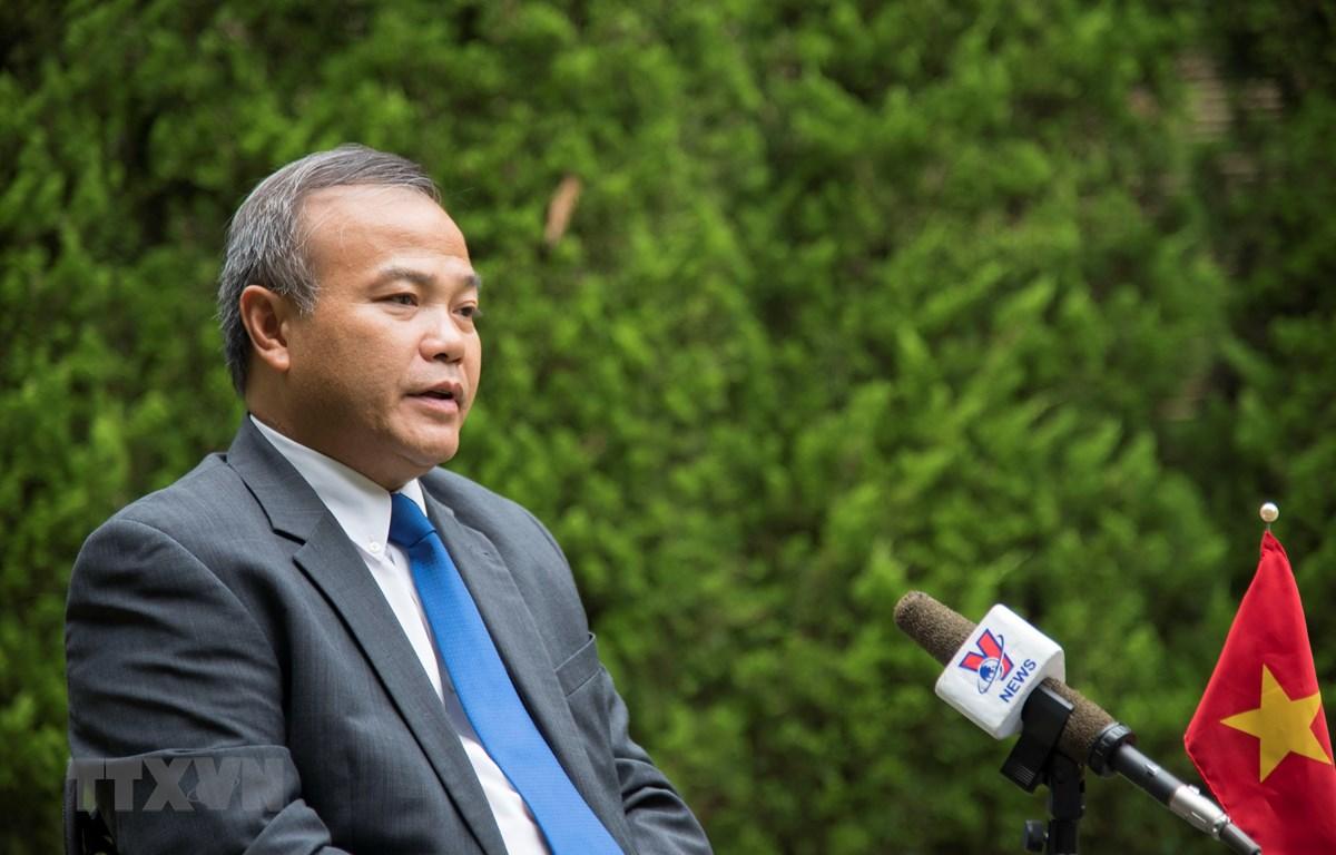 Đại sứ Việt Nam tại Nhật Bản Vũ Hồng Nam trả lời phỏng vấn phóng viên TTXVN. (Ảnh: Thành Hữu/TTXVN)