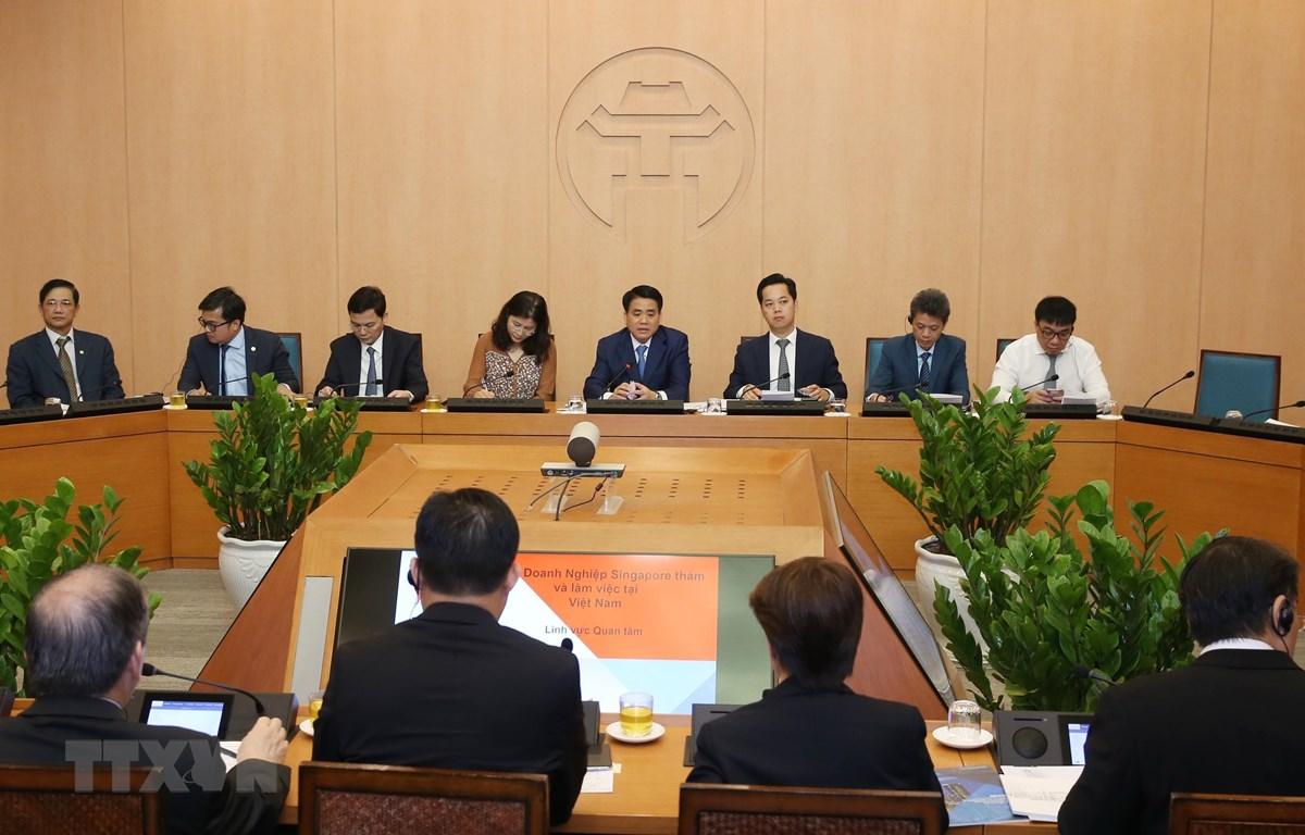 Chủ tịch Ủy ban Nhân dân thành phố Hà Nội Nguyễn Đức Chung chia sẻ thông tin, khẳng định tạo các điều kiện thuận lợi để các doanh nghiệp Singapore đầu tư tại Hà Nội. (Ảnh: Lâm Khánh/TTXVN)