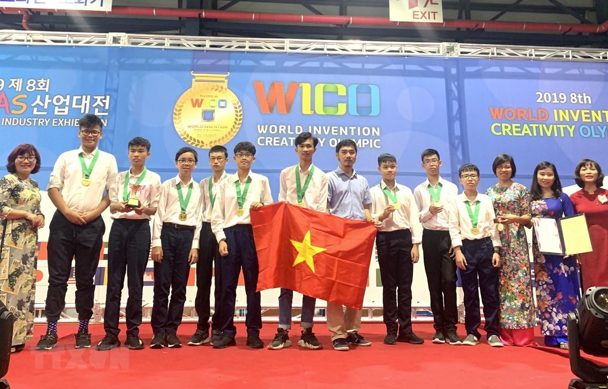 Đoàn học sinh Việt Nam tham dự Cuộc thi Olympic Phát minh và Sáng chế thế giới (WICO) năm 2019. (Ảnh: TTXVN phát)