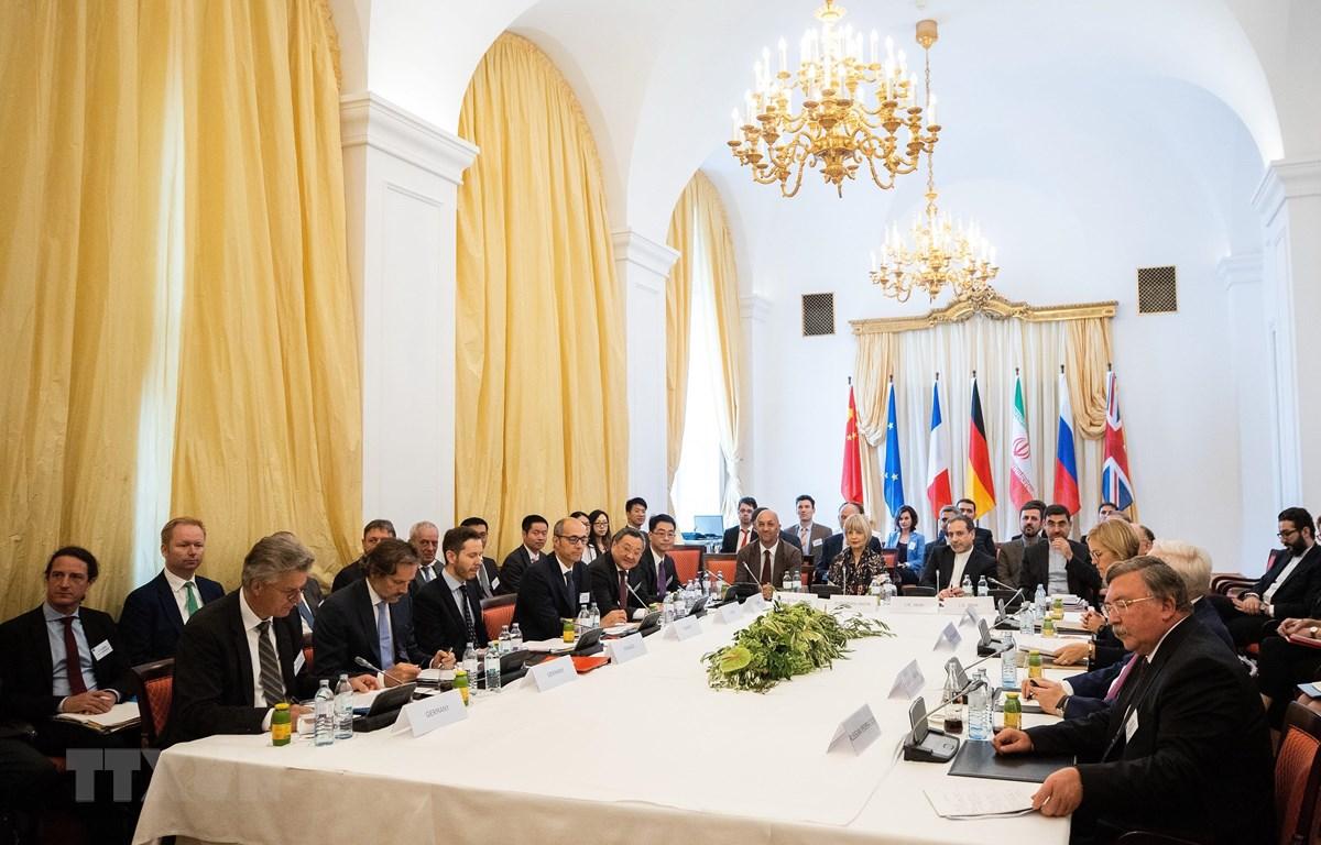 Toàn cảnh cuộc họp giữa đại diện các nước Anh, Pháp, Nga, Trung Quốc, Đức và Iran nhằm thảo luận các biện pháp cứu vãn thỏa thuận, còn gọi là JCPOA, tại Vienna, Áo, ngày 28/7/2019. (Ảnh: AFP/ TTXVN)