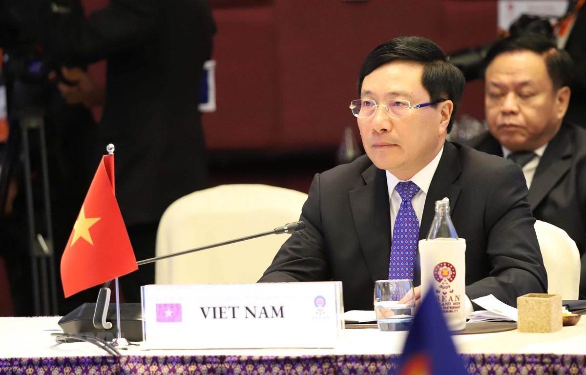 Các Bộ trưởng dự Hội nghị Bộ trưởng ASEAN-LMI chụp ảnh chung. (Ảnh: Hữu Kiên/TTXVN)