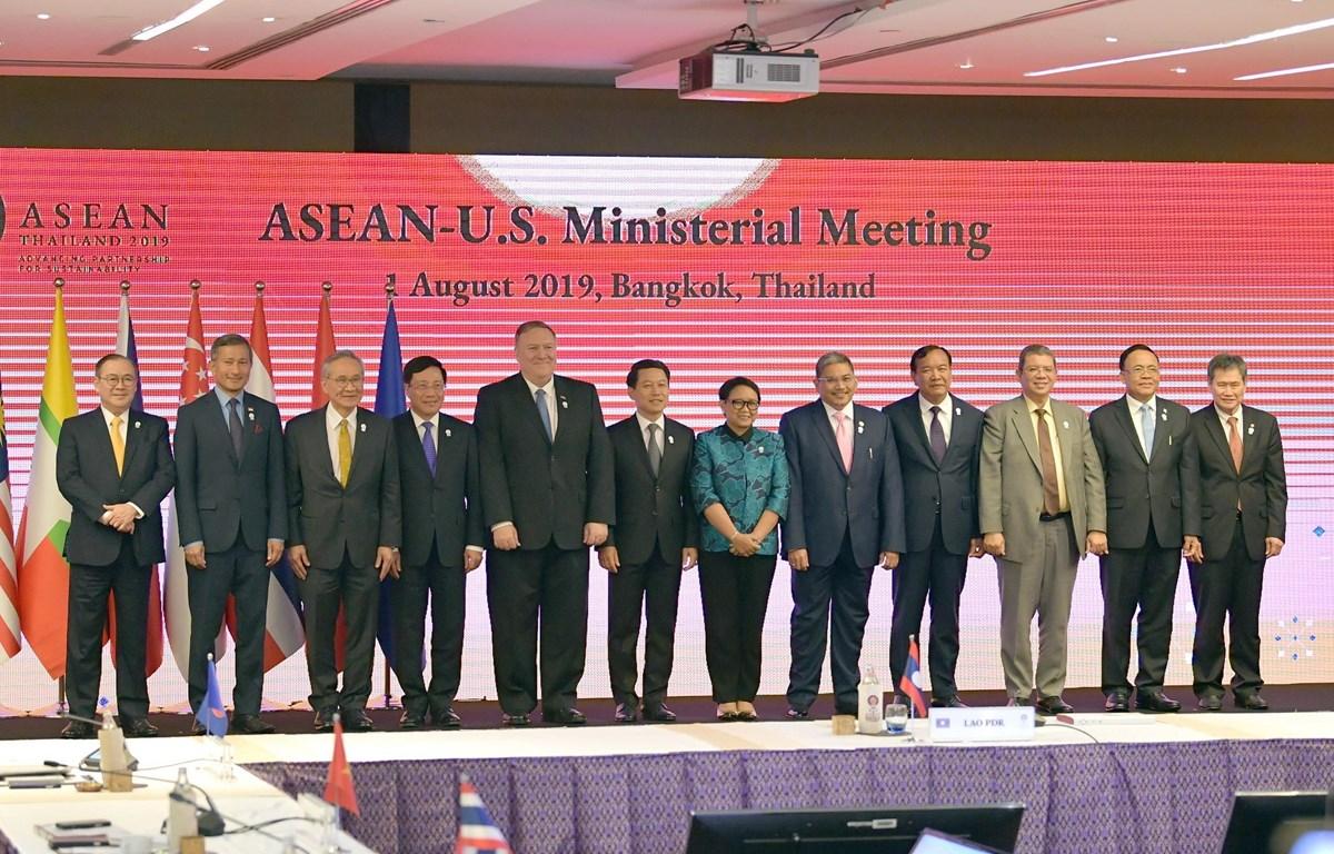 Bộ trưởng Ngoại giao ASEAN-Mỹ chụp ảnh chung. (Ảnh: Ngọc Quang-Hữu Kiên/TTXVN)