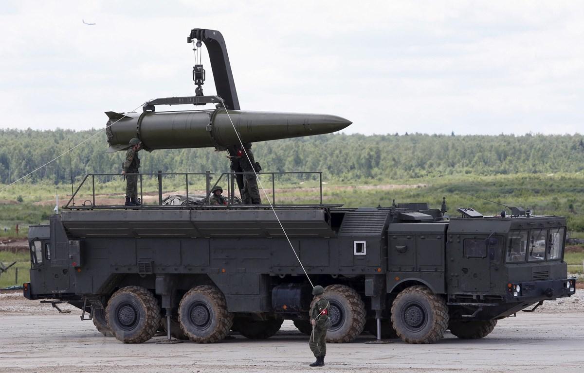 Hệ thống tên lửa đạn đạo Novator 9M729 (SSC-8) của Nga được giới thiệu tại Diễn đàn kỹ thuật - quân sự quốc tế ở Kubinka, ngoại ô Moskva ngày 17/6/2015. (Ảnh: Reuters/TTXVN)