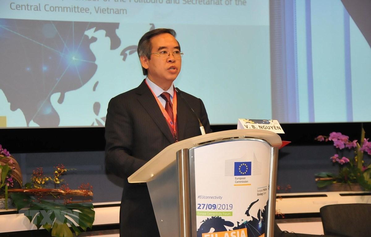 Trưởng ban Kinh tế Trung ương Nguyễn Văn Bình phát biểu tại Diễn đàn. (Ảnh: Kim Chung/TTXVN)