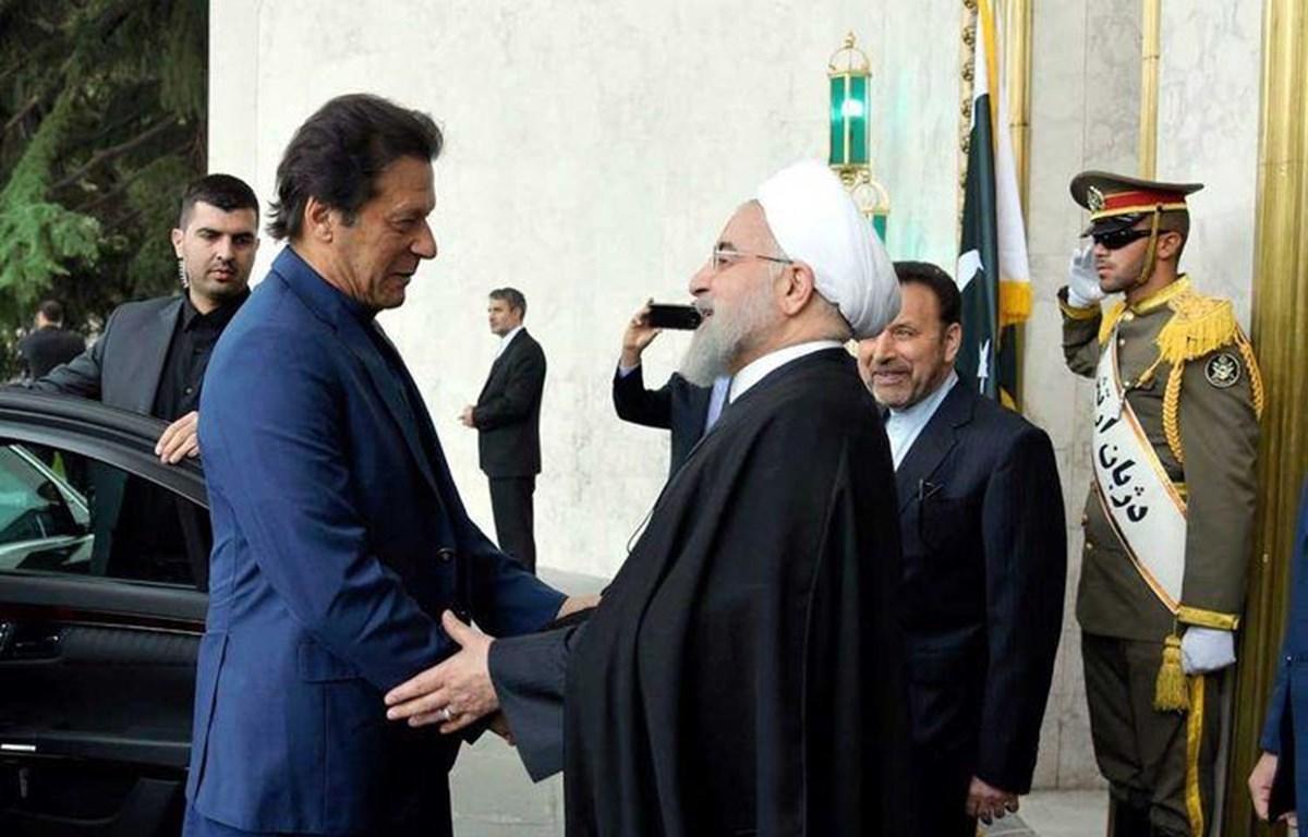 Thủ tướng Imran Khan (trái) và ổng thống Hassan Rouhani. (Nguồn: gulfnews.com)