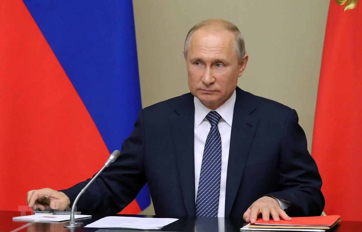 Tổng thống Nga Vladimir Putin chủ trì cuộc họp tại Moskva. (Ảnh: AFP/TTXVN)
