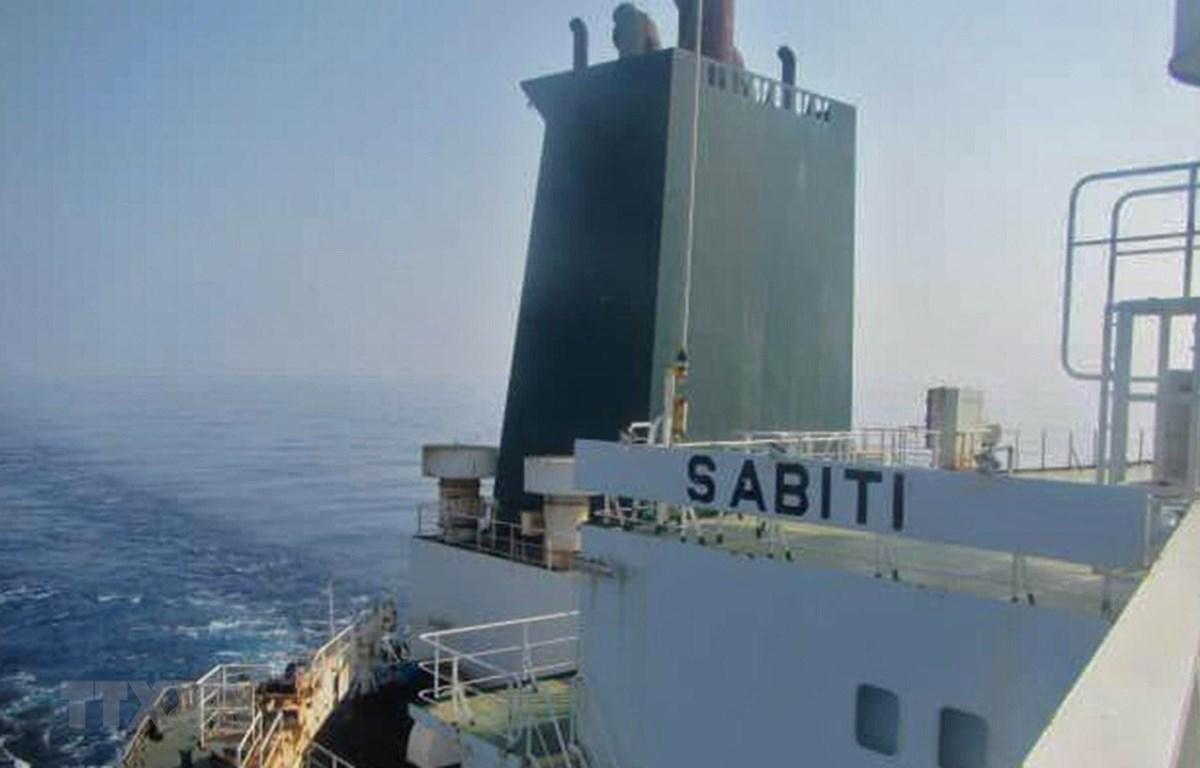 Tàu chở dầu Sabiti của Iran tại Biển Đỏ ngày 10/10. (Ảnh: AFP/TTXVN)