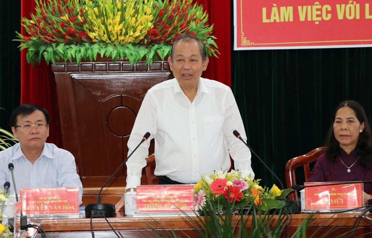 Phó Thủ tướng thường trực Trương Hòa Bình phát biểu tại buổi làm việc với lãnh đạo tỉnh Kon Tum, sáng 19/10. (Ảnh: Cao Nguyên/TTXVN)