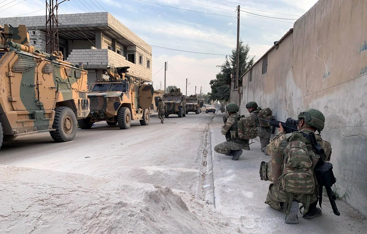 Binh sỹ Thổ Nhĩ Kỳ triển khai tại Tal Abyad, miền bắc Syria ngày 18/10. (Ảnh: THX/TTXVN)