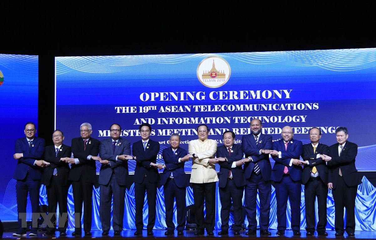 Đại diện các nước ASEAN chụp ảnh chung tại lễ khai mạc Hội nghị. (Ảnh: Phạm Kiên/TTXVN)