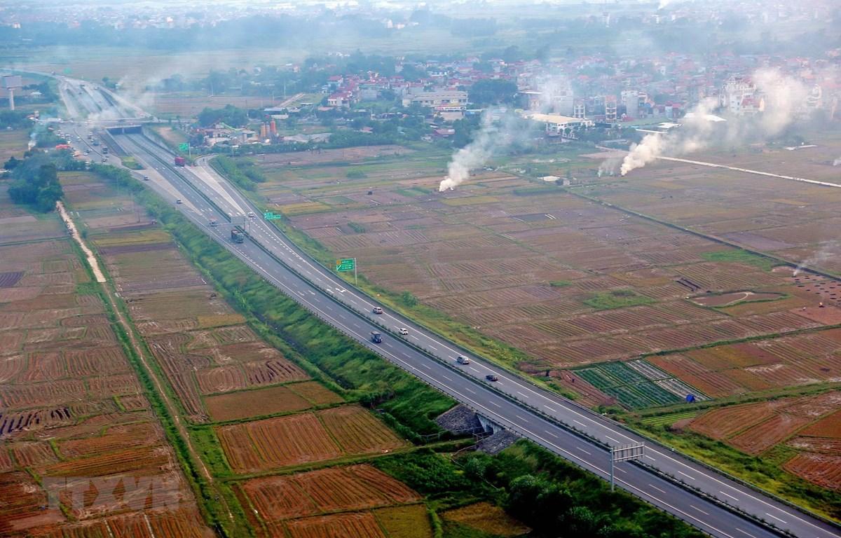 Dự án xây dựng tuyến đường cao tốc Bắc-Nam tiếp tục được đẩy nhanh. (Ảnh: Huy Hùng/TTXVN)