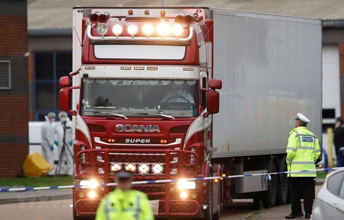 Hiện trường vụ xe container đông lạnh chứa 39 thi thể ở Grays, Essex. (Ảnh: Reuters/TTXVN)
