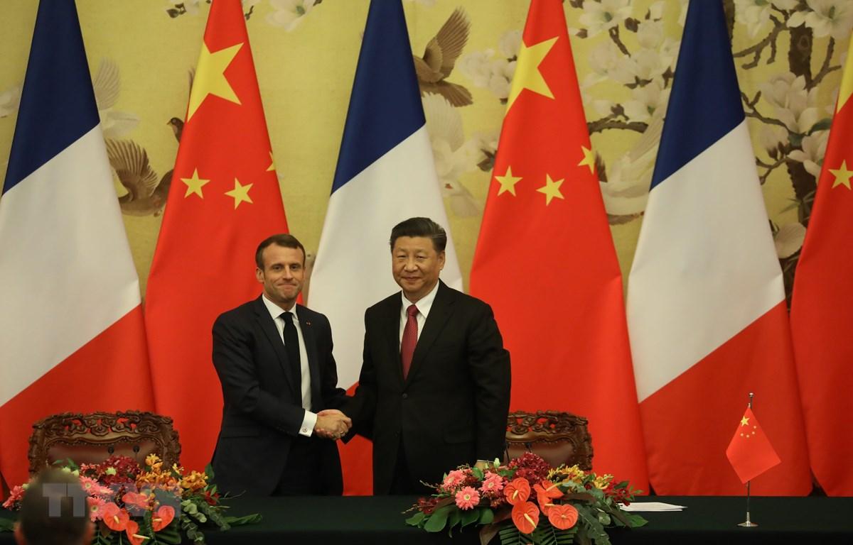Tổng thống Pháp Emmanuel Macron (trái) và Chủ tịch Trung Quốc Tập Cận Bình tại cuộc gặp ở Bắc Kinh ngày 6/11/2019. (Ảnh: AFP/TTXVN)