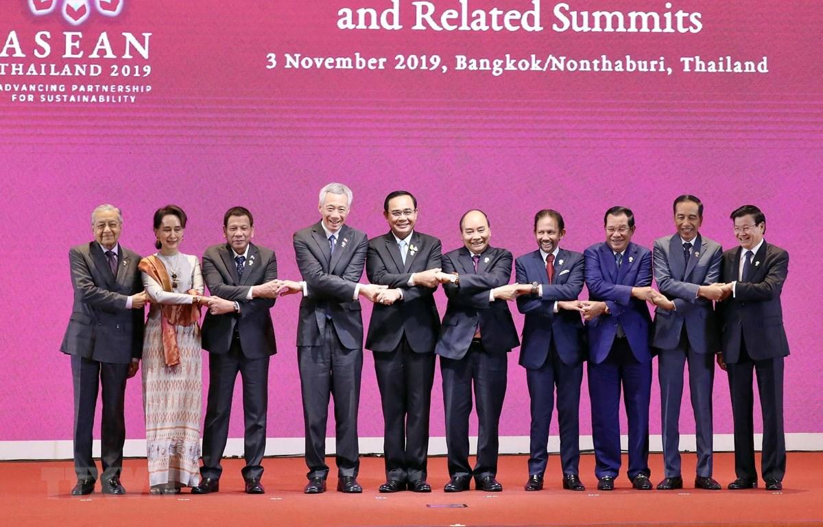 Thủ tướng Nguyễn Xuân Phúc và các Trưởng đoàn tại Lễ khai mạc Hội nghị Cấp cao ASEAN lần thứ 35. (Ảnh: Thống Nhất/TTXVN)