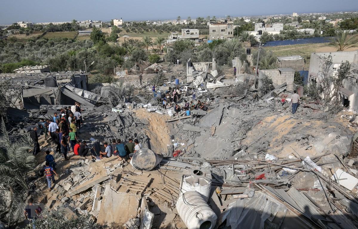 Hiện trường một vụ oanh tạc của Israel xuống thị trấn Khan Yunis, miền Nam Dải Gaza ngày 14/11/2019. (Ảnh: AFP/TTXVN)