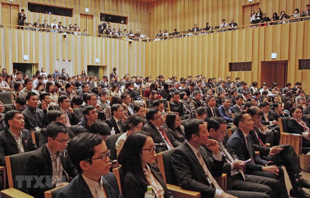 Gần 1.000 trí thức Việt Nam đang học tập và làm việc tại Nhật Bản tham dự diễn đàn. (Ảnh: Thành Hữu/TTXVN)