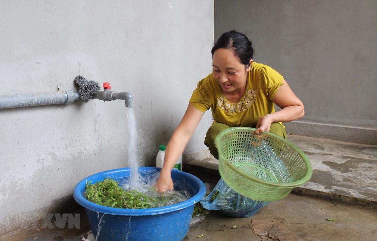 Người dân sử dụng nguồn nước sạch phục vụ sinh hoạt hàng ngày. (Ảnh minh họa. Việt Dũng/TTXVN)